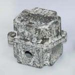Photos du boitier aluminium non peint, après 1000h de brouillard salin et lavage à l'eau